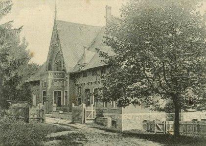 Dwór na pocztówce z 1908 r.