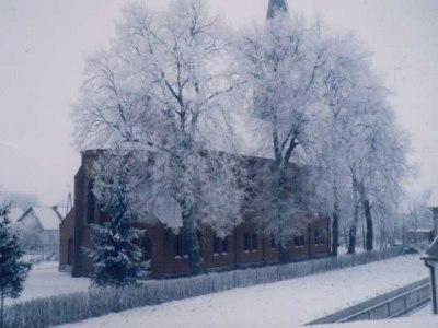 Kościół zimą (widok od stronu ul. Dworcowej)
